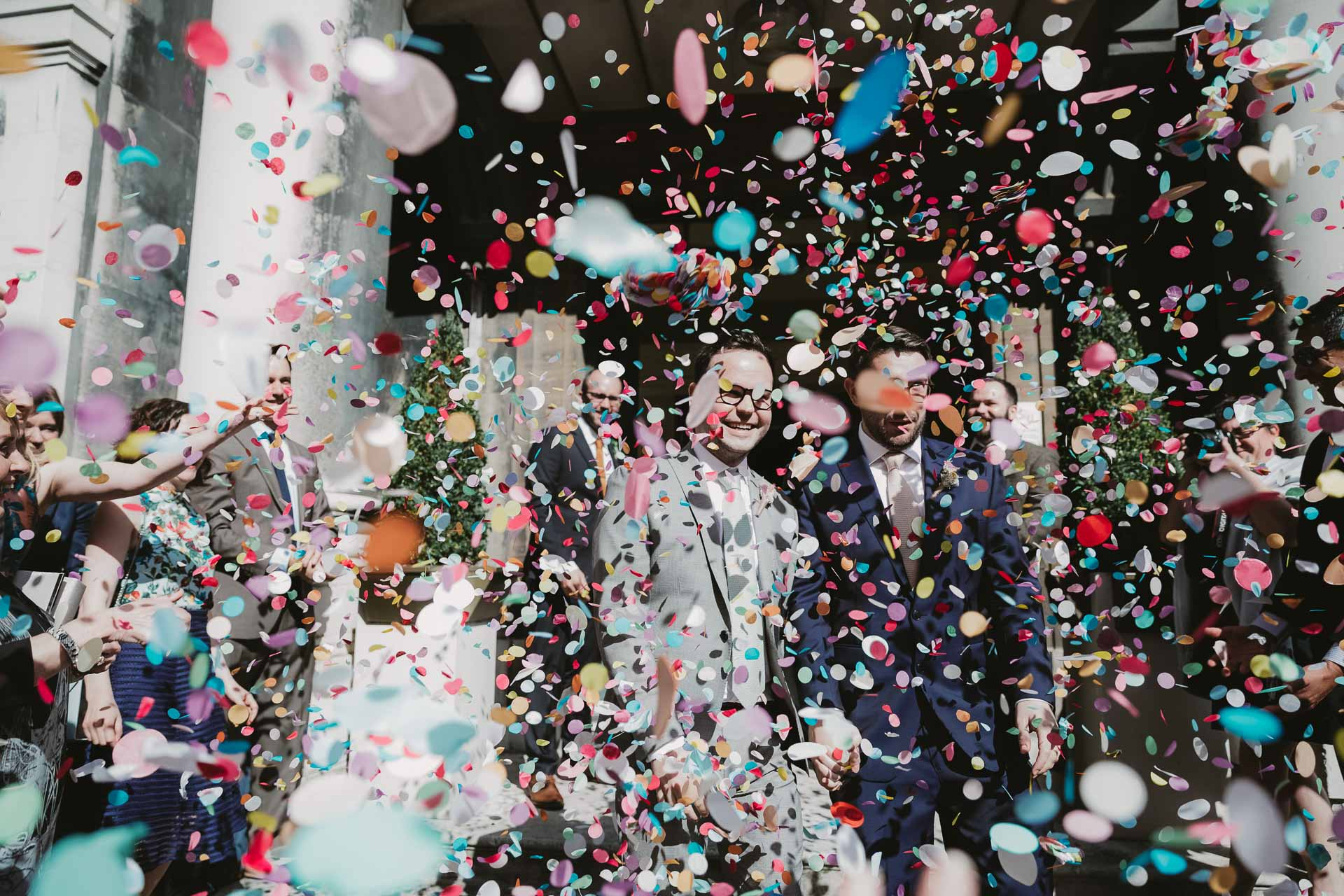 WEDDINGS IN OXFORD - confetti shot