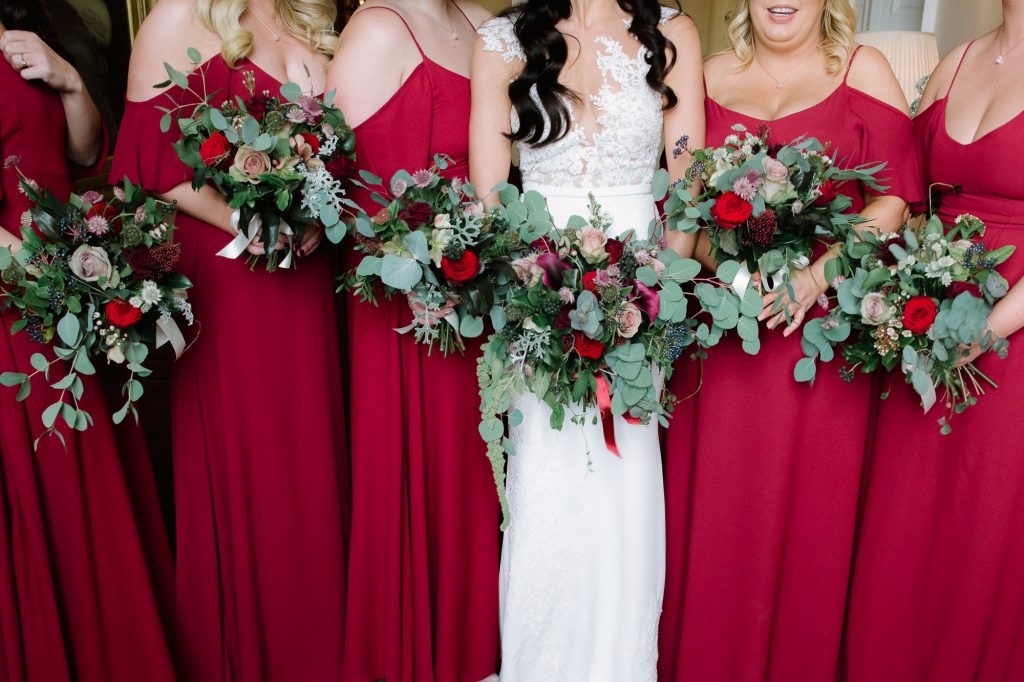 HOW TO HOLD YOUR WEDDING FLOWER BOUQUET