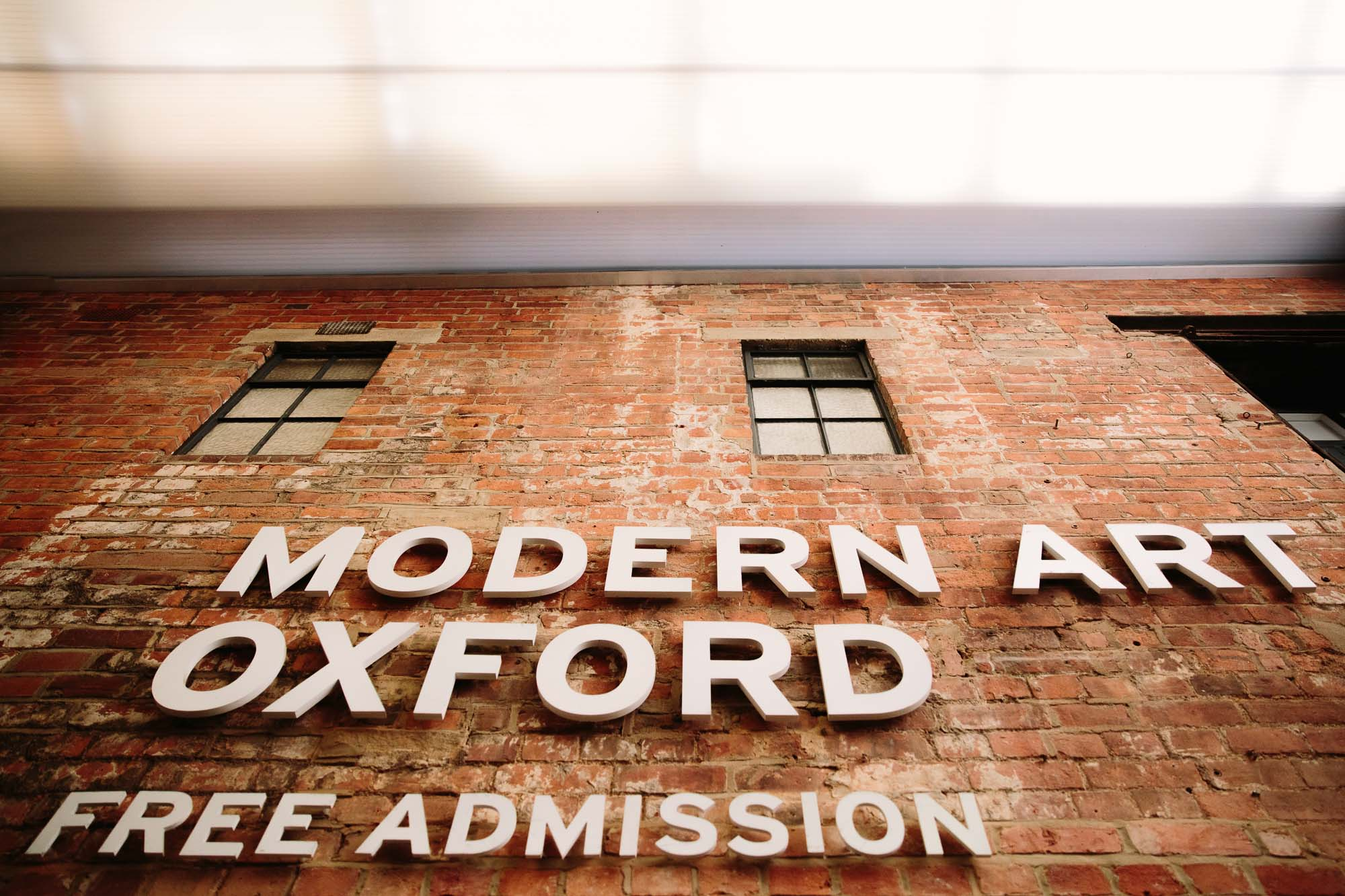 10-amazing-and-alternative-wedding-venues-oxfordshire-modern-art-oxford
