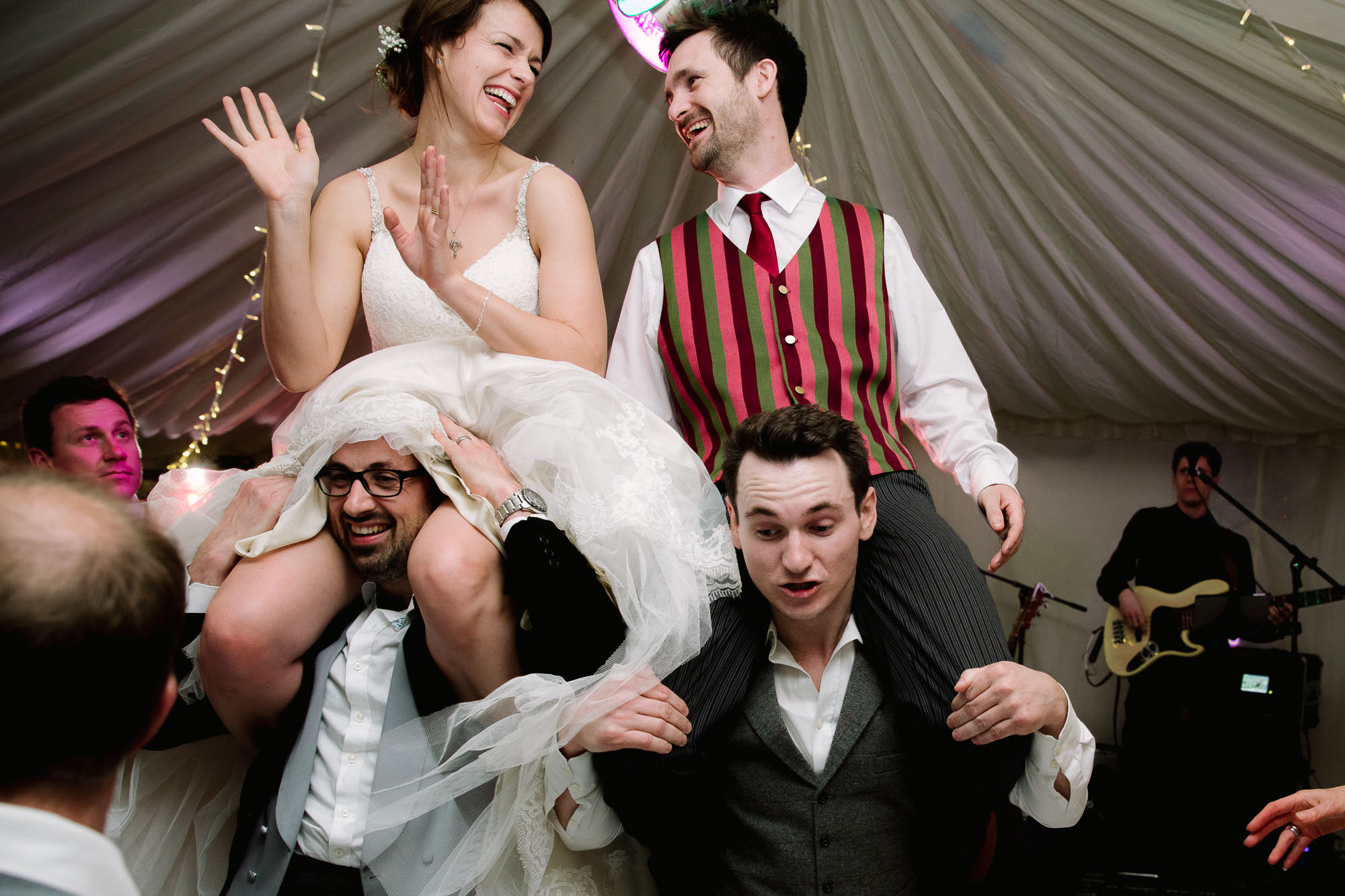 BRIDE AND GROOM WEDDING DANCING