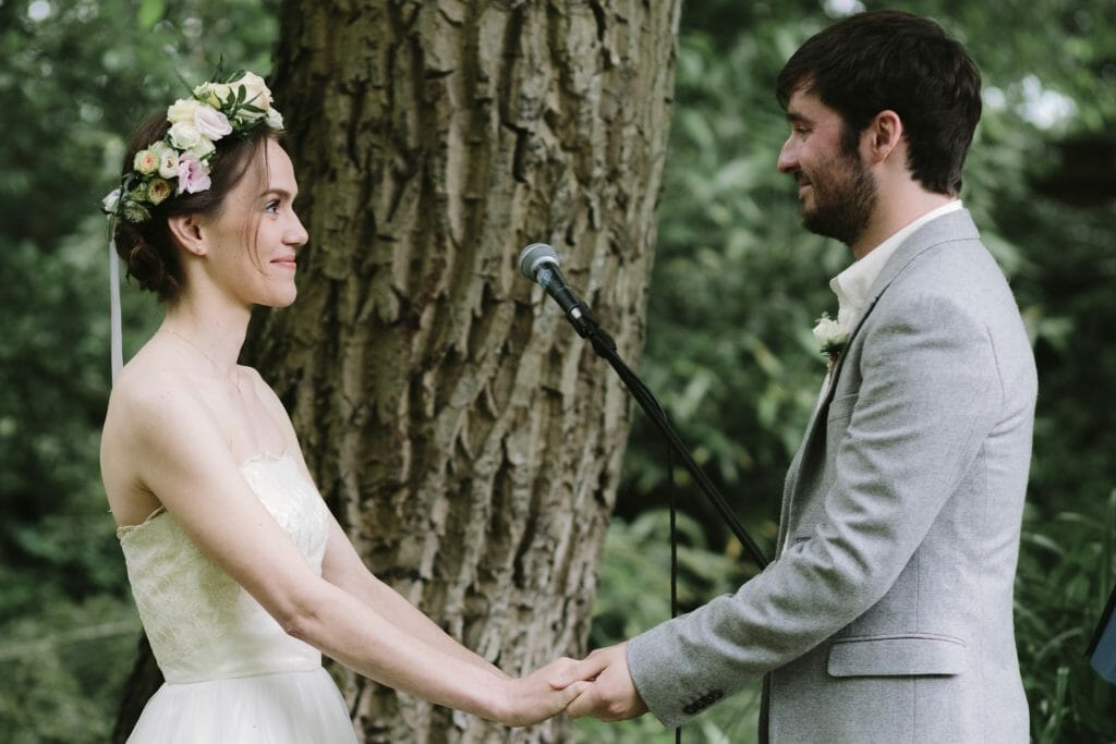 outdoor Oxfordshire wedding ceremony